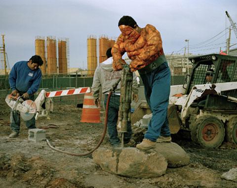 LUIS HERNANDEZ from the State of Veracruz works in demolition in New YorkHe sends 200 dollars a week